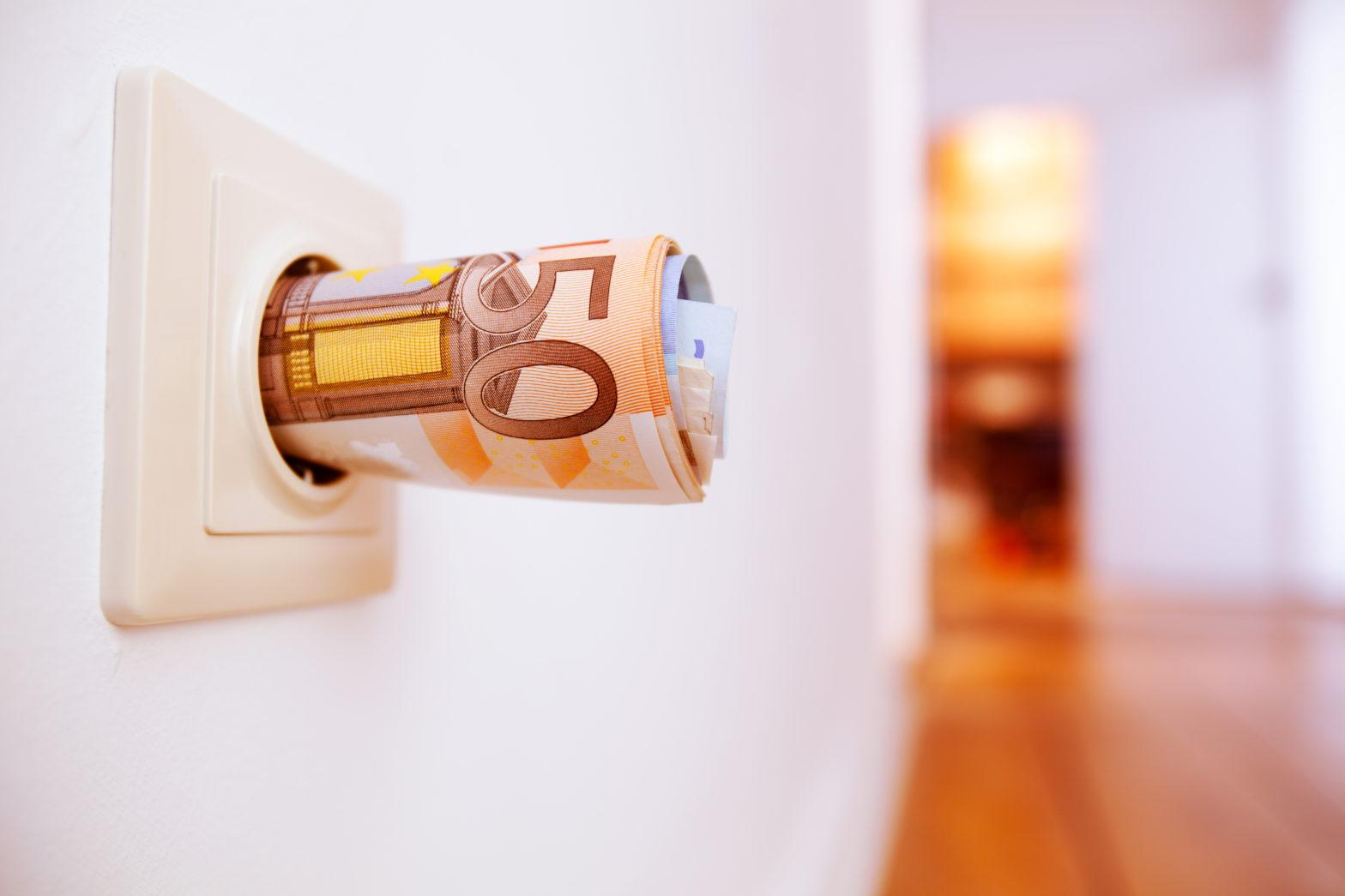 Insgesamt ist der Stromverbrauch in Haushalten gesunken. Trotzdem zahlt sich ein Anbieterwechsel meist aus.