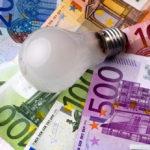 Ein typischer vierköpfiger Haushalt kann durch einen Stromanbieterwechsel jährlich bis zu 150 Euro sparen.